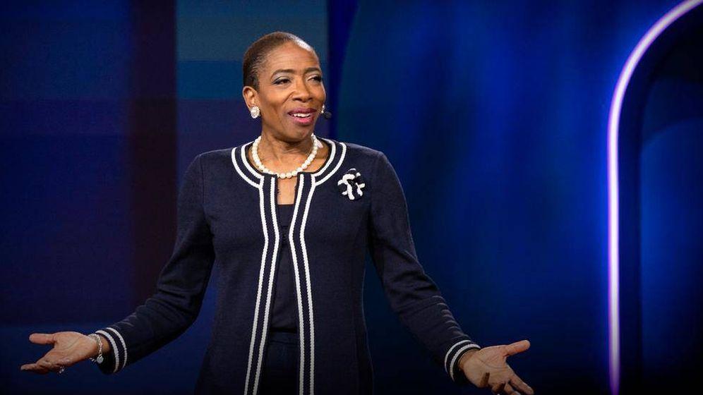 Foto: Carla Harris durante una charla TED. (WOBI)