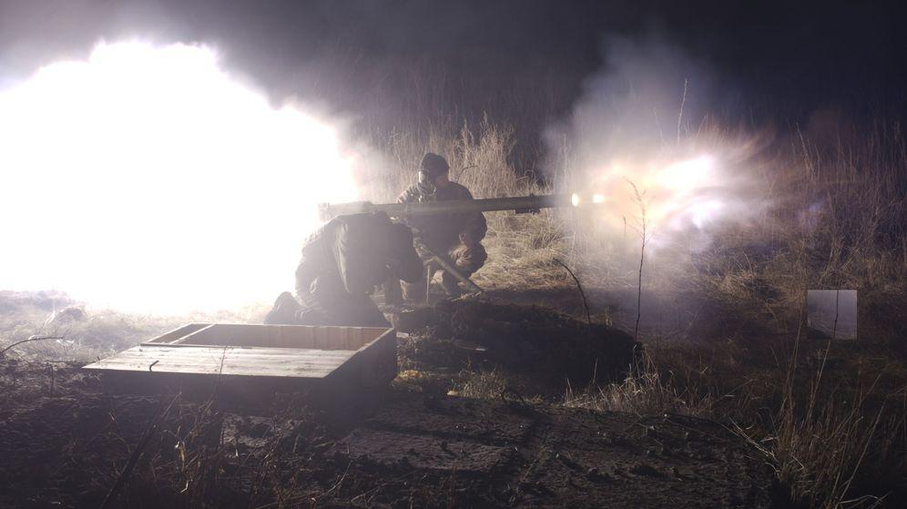 Foto: Imagen de los enfrentamientos entre el ejército ucraniano y las fuerzas prorrusas en una zona cercana a Donetsk en enero de 2018. (EFE)