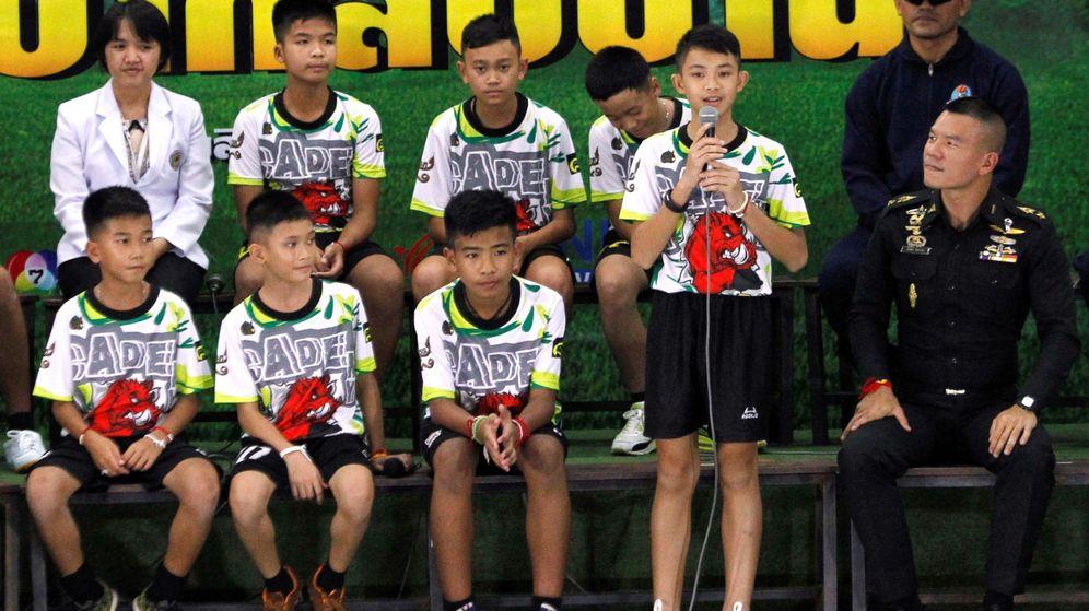 Foto: La rueda de prensa de los chicos rescatados de la cueva de Tailandia. (EFE)