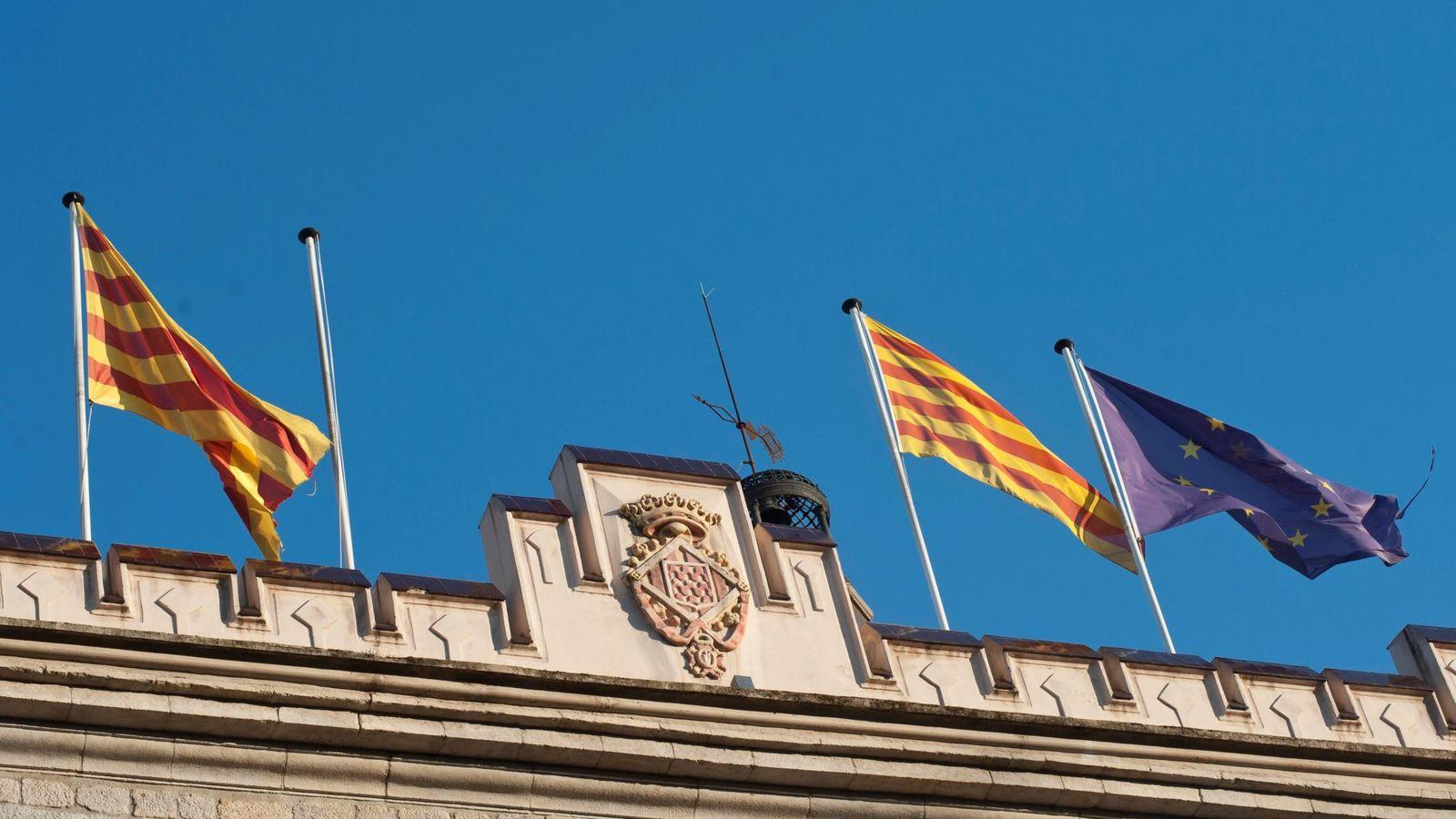 Foto: Fachada del ayuntamiento de Girona sin bandera de España.