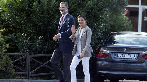 Vídeo: los Reyes, Letizia y Felipe, llevan a Leonor y Sofía el primer día de colegio