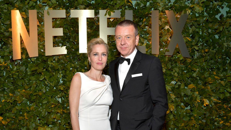 Gillian Anderson y Peter Morgan. (Getty)