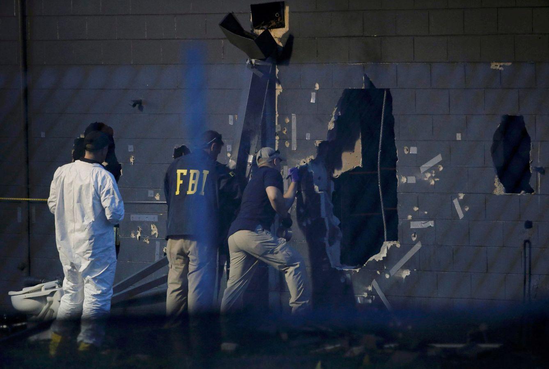Foto: Investigadores trabajan en la escena del ataque contra un club gay en Orlando, Florida (Reuters).