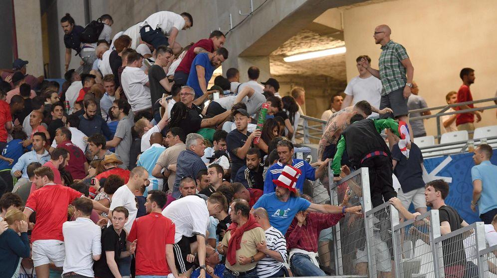 Foto: Incidentes tras el Inglaterra-Rusia en Marsella. (EFE)