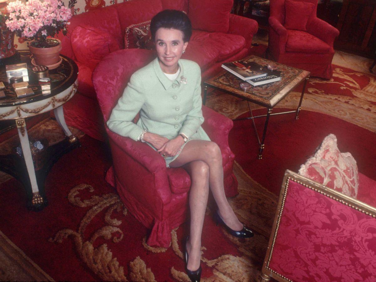 Foto: Aline Griffith, condesa de Romanones, en el salón de su casa. (Getty)