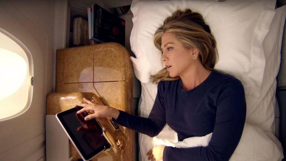 Foto: Jennifer Aniston en una campaña de Emitares Airlines en 2015.