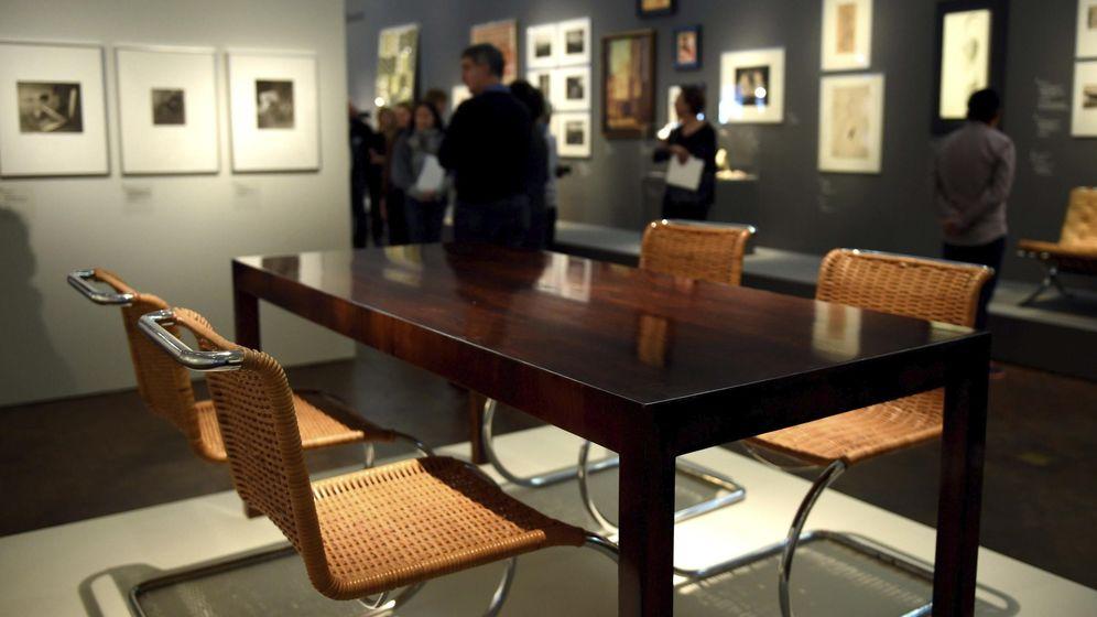 Foto: Mesa y sillas diseñadas por Mies van der Rohe y Lilly Reich (EFE)