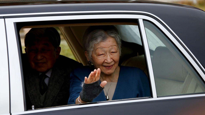 La emperatriz emérita Michiko de Japón junto a Akihito. (Reuters)