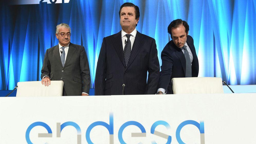 Foto: El presidente de Endesa, Borja Prado, junto al consejero delegado, José D. Bogas (i), durante la junta de accionistas de la compañía, en Madrid. (EFE)