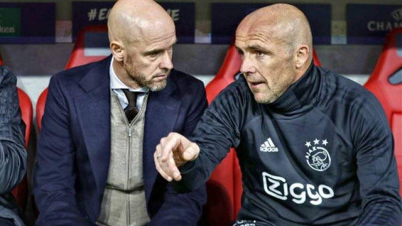 Alfred Schreuder, con Ten Hag en el banquillo del Ajax. (REUTERS)