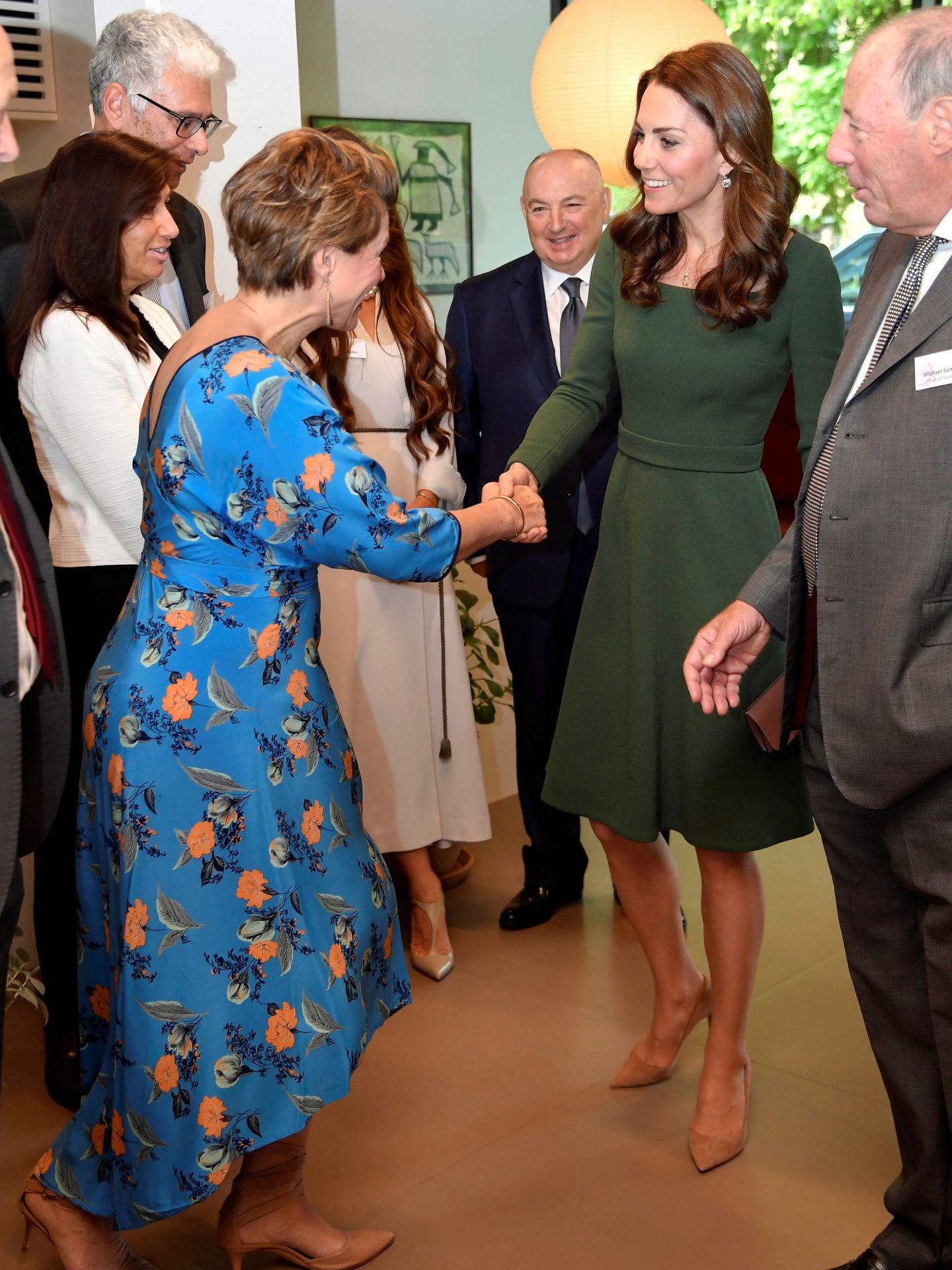 La duquesa saludando. (Reuters)