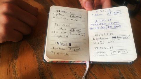 La libreta donde se anotan con bolígrafo todas las pateras rescatadas en alta mar