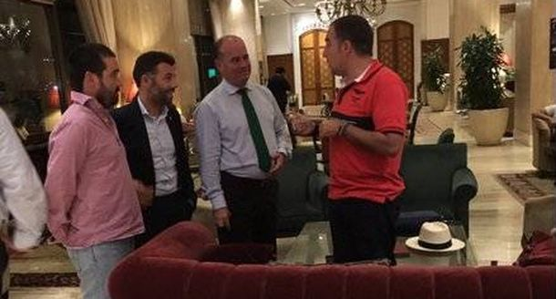 Foto: Elías Bendondo, con una delegación española en un hotel de Estambul.