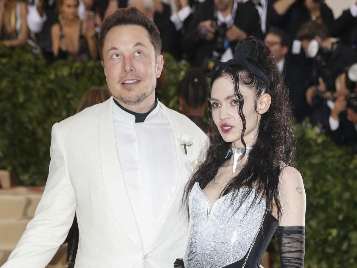 Foto: Elon Musk y Grimes, en la gala MET de 2018. (Reuters)