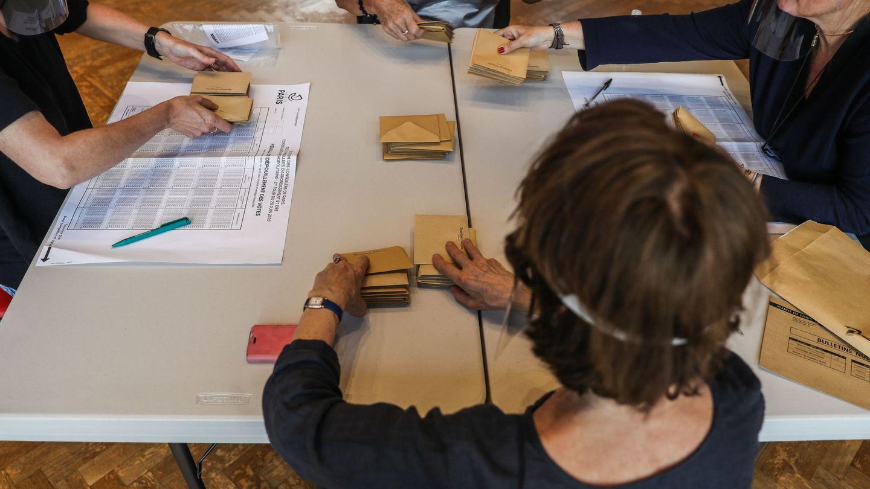 Recuento de la segunda vuelta de las elecciones municipales en Francia. (EFE)