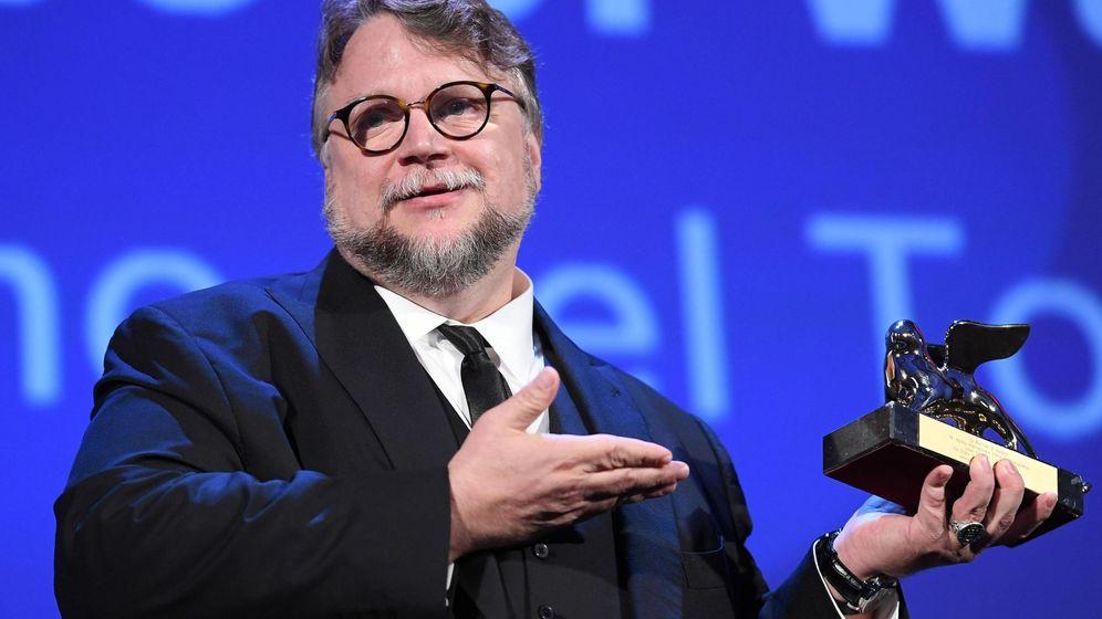 Foto: Guillermo del Toro con el León de Oro en el último Festival de Venecia. (Efe)