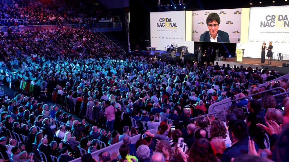 Foto: La organización independentista Crida Nacional en la que ha intervenido Puigdemont. (EFE)