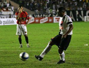 Romario anuncia que colgará los botines antes del fin de Liga brasileña y estará cuatro días de fiesta