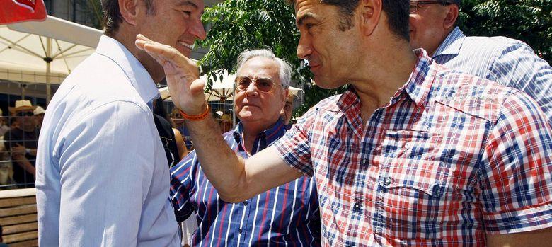 Foto: El actor y diputado de UPyD, Toni Cantó (d), saluda al presidente de la Comunidad Valenciana, Alberto Fabra. (EFE)