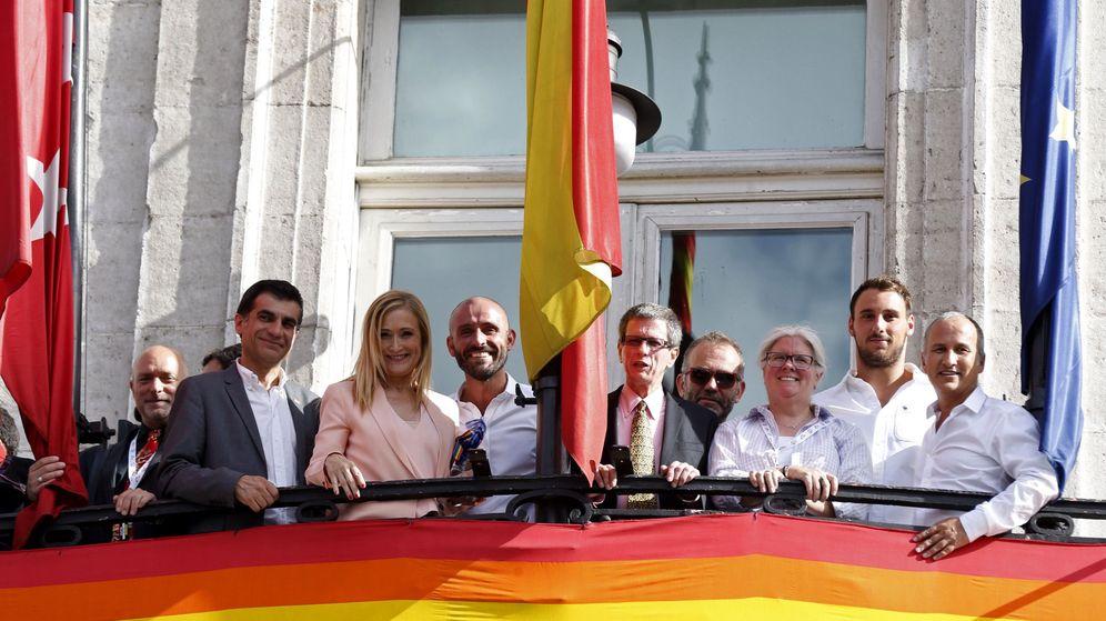 Foto: Foto de archivo de Cristina Cifuentes en el Día del Orgullo Gay de 2016. (EFE)