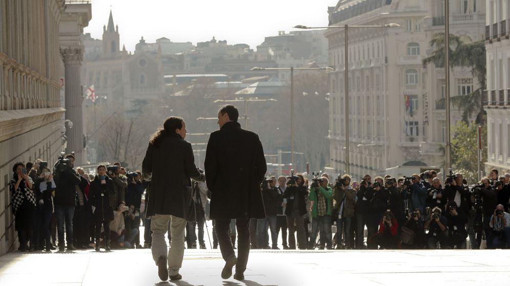 Foto: Fotografía de archivo de los líderes del PSOE, Pedro Sánchez (d), y de Podemos, Pablo Iglesias, a su llegada al Congreso. (EFE)