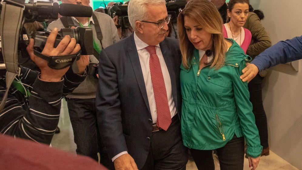 Foto: La candidata del PSOE-A a la presidencia de la Junta de Andalucía, Susana Díaz, y el vicepresidente del Gobierno andaluz, Manuel Jiménez Barrios. (EFE)