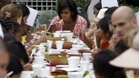 Michelle Obama recibe a sus invitados españoles con una paella con alioli