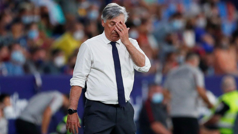El entrenador italiano se lamenta por los errores defensivos. (Reuters)