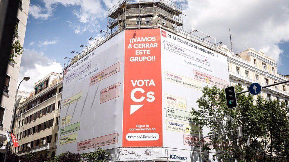 Foto: Ciudadanos lanza esta lona en la calle Goya de Madrid.