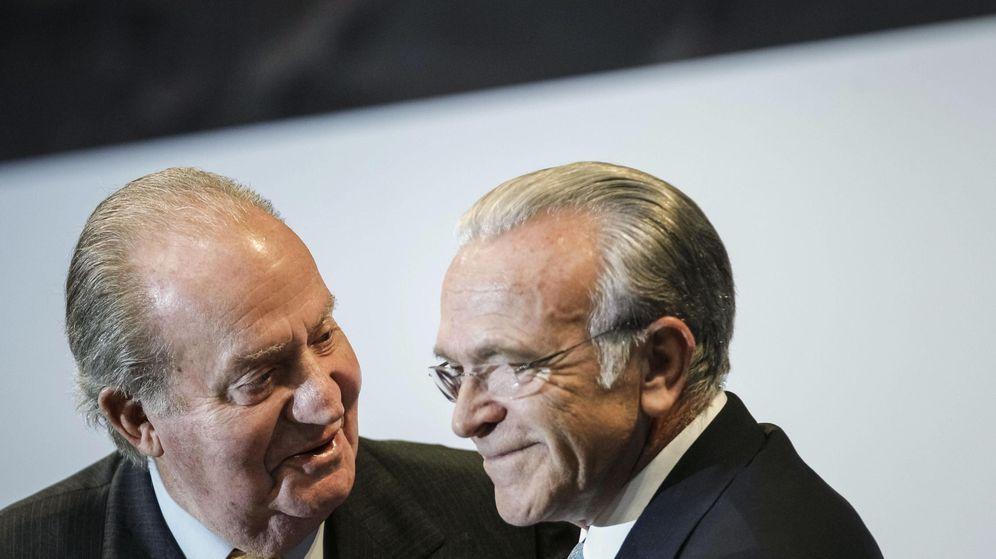 Foto: Fotografía de archivo del Rey emérito Juan Carlos I y el presidente de la Caixa, Isidro Fainé. (EFE)