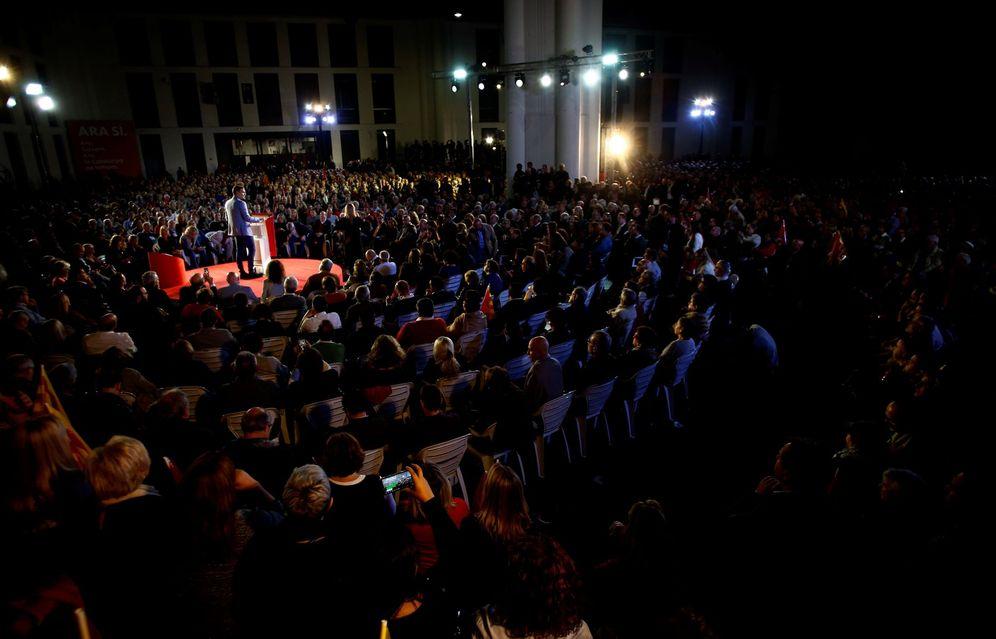 Foto: Pedro Sánchez, durante su mitin de cierre de campaña en Barcelona, este 8 de noviembre. (EFE)