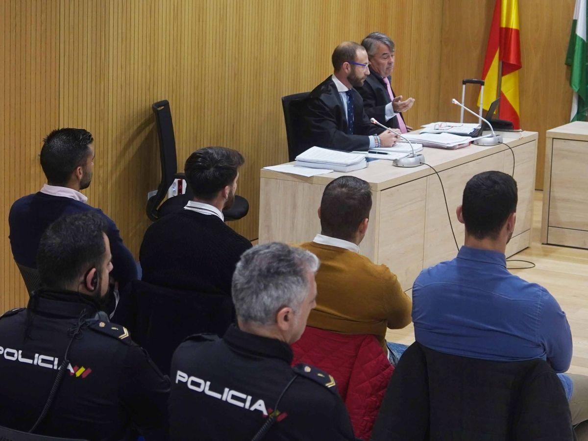 Foto: Los miembros de La Manada, en el juicio. (EFE)