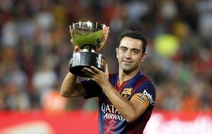 Sin Iniesta, Xavi sigue sin contar con los minutos por los que siguió