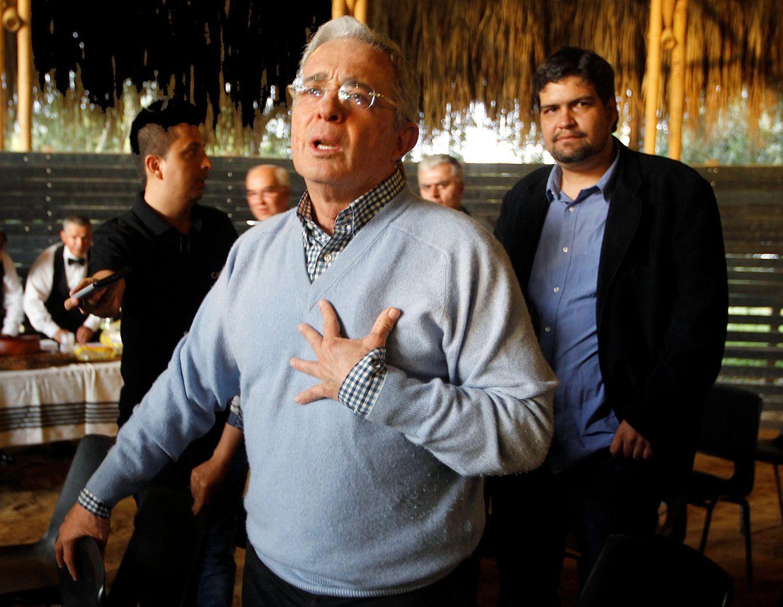 Foto: Álvaro Uribe habla tras haber votado No en el referéndum sobre el acuerdo de paz con las FARC, en Rionegro, el 2 de octubre de 2016 (Reuters)