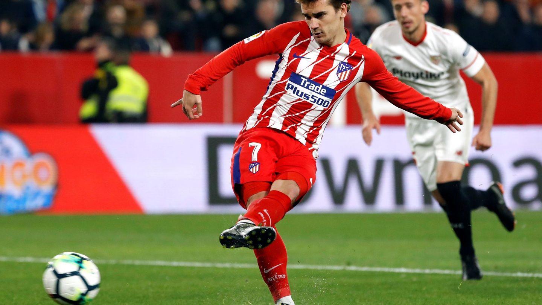 Antoine Griezmann marcó tres de los cinco goles del Atlético ante el Sevilla. (EFE)