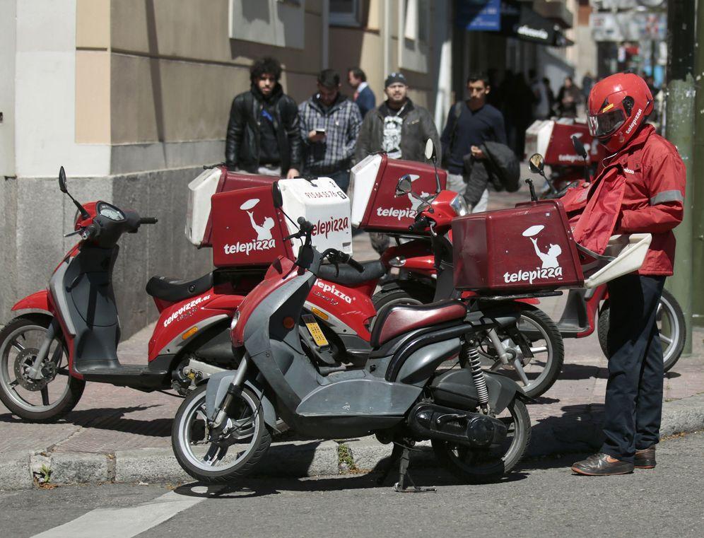Foto: El ayuntamiento se ha 'olvidado' de los repartidores de comida a domicilio. (Reuters)