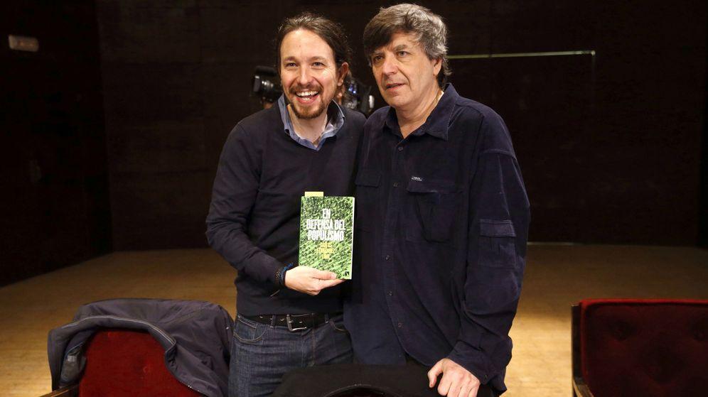 Foto: Pablo Iglesias y Fernández Liria durante la presentación de 'En defensa del populismo'.