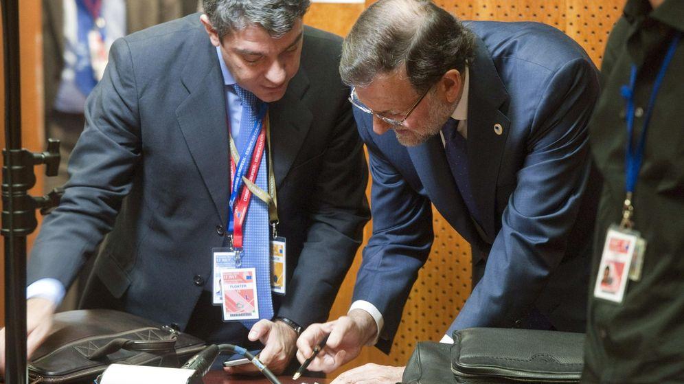 Foto: El ministro de Energía, Álvaro Nadal, junto con el presidente del Gobierno, Mariano Rajoy. (EFE)