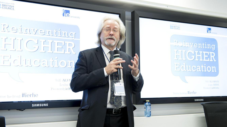 Foto: A.C. Grayling, durante su charla del pasado martes en IE University.