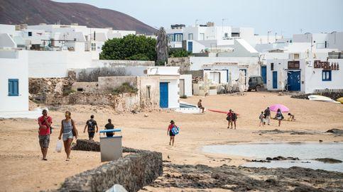El primer brote detectado en La Graciosa aísla a 50 personas, el 7% de su población