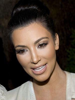 Unas pestañas como las de Kim Kardashian y un escote como el de Catherine Zeta Jones