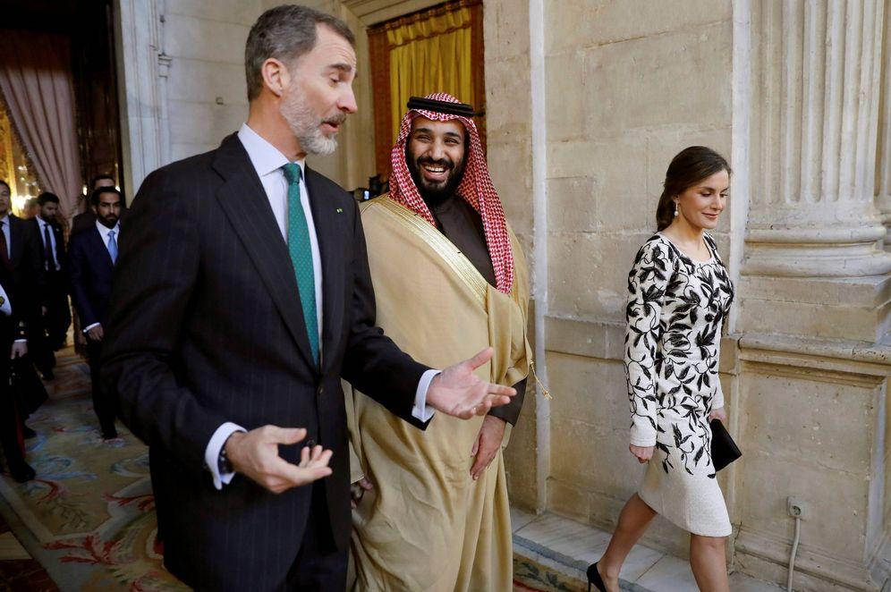 Foto: El rey Felipe, la reina Letizia y Mohamed bin Salman antes de un almuerzo en el Palacio Real, el 12 de abril de 2018. (Reuters)