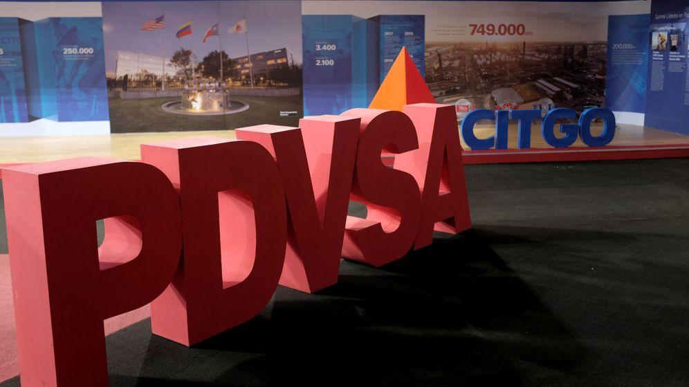 Foto: Los logotipos de la petrolera estatal PDVSA y su filial estadounidense Citgo, sometidas a sanciones, en un edificio de Caracas. (Reuters)