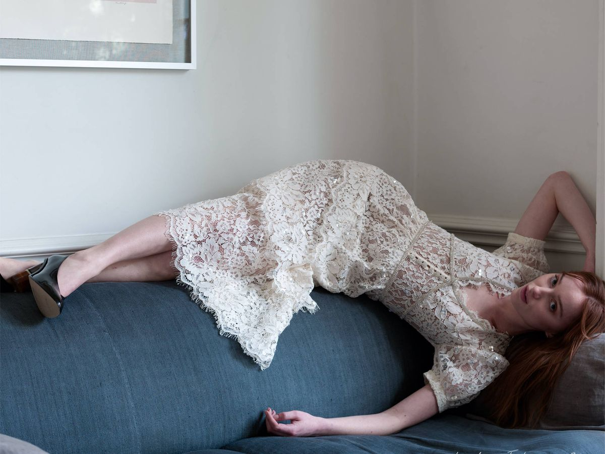 Foto: Phoebe Dynevor para Self-Portrait.