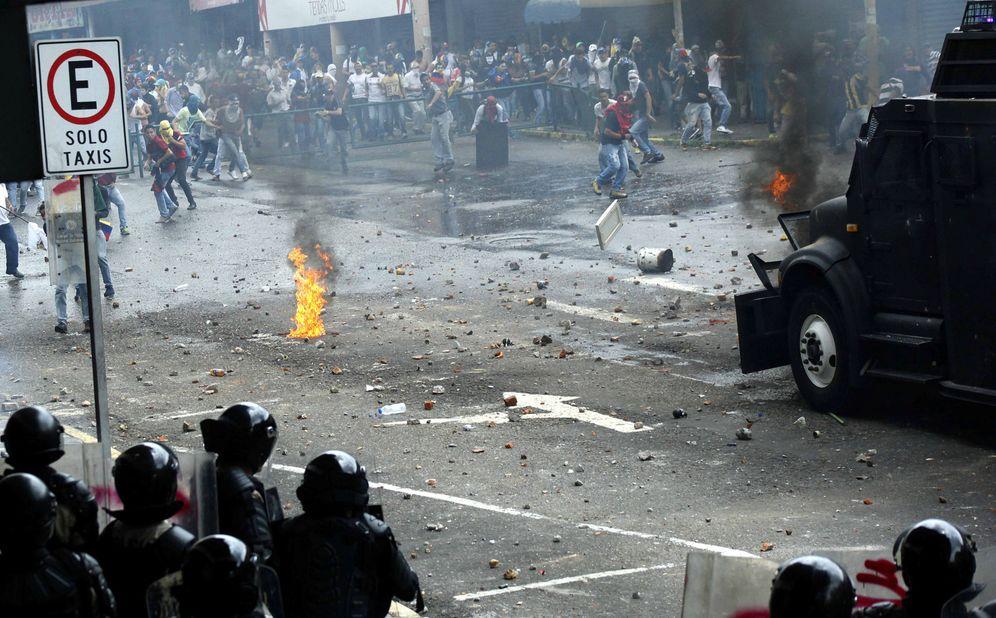 Foto: Choques entre las fuerzas de seguridad y manifestantes en San Cristobal, Venezuela. (Reuters)