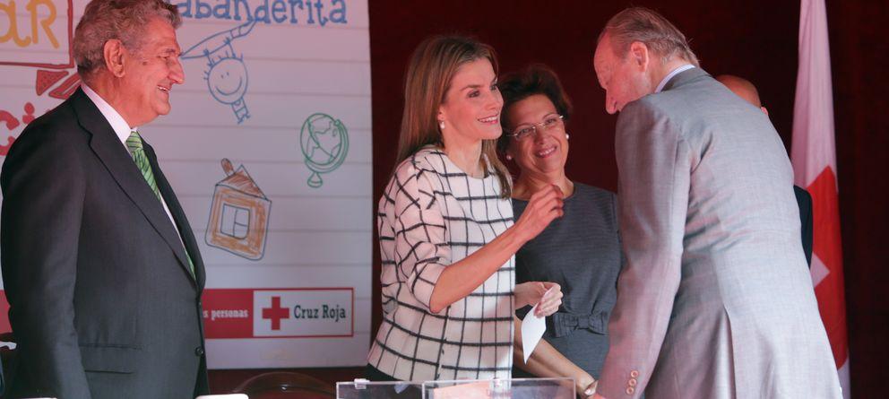 Don Juan Carlos y 'Bigote' Arrocet visitan a Doña Letizia el Día de la Banderita
