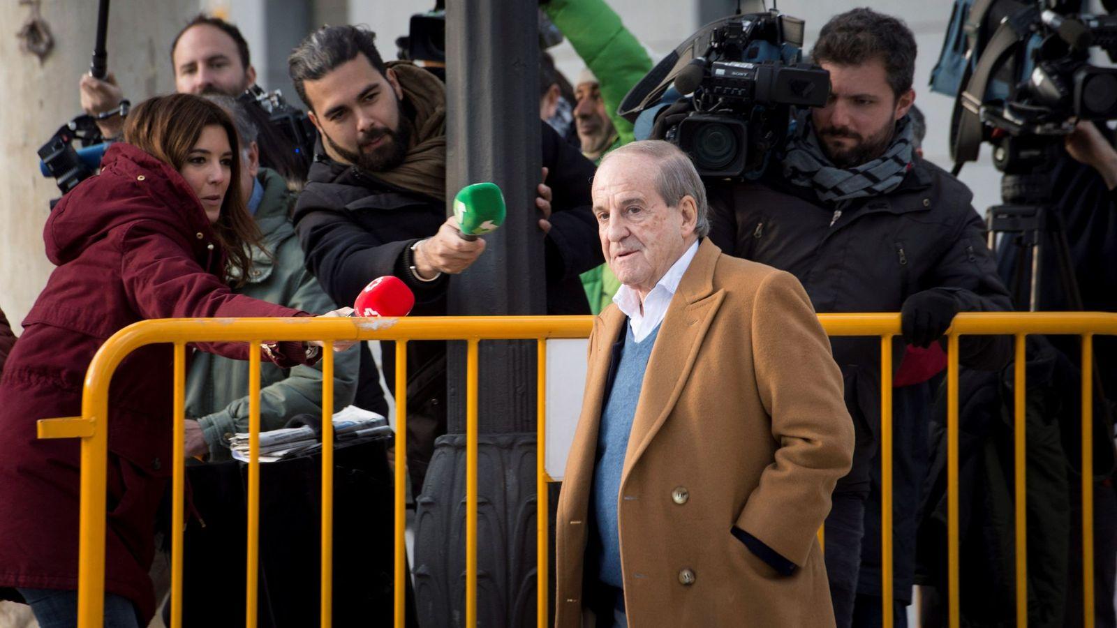 Foto: El periodista deportivo José María García, esta tarde a su llegada a la Audiencia Nacional de Madrid. (EFE)