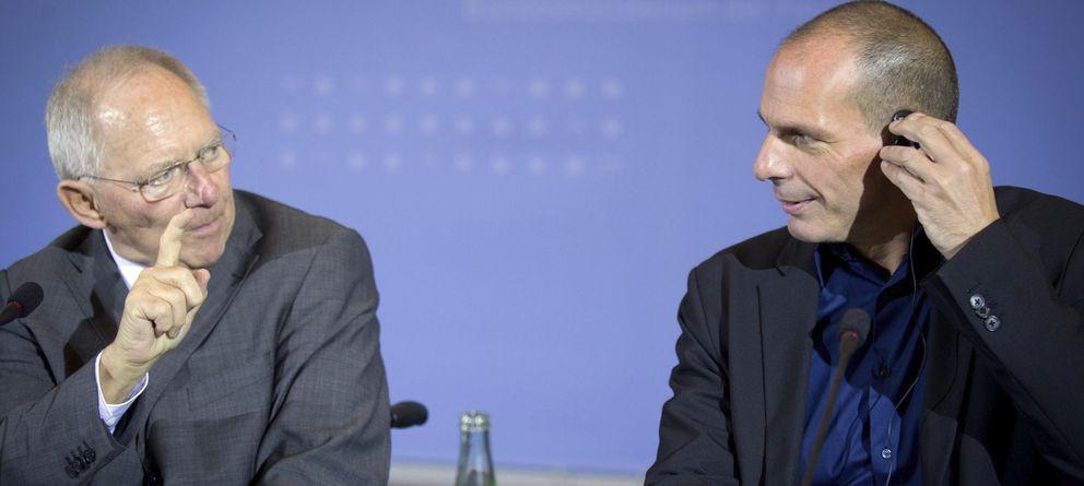 Foto: El ministro de Finanzas griego, Yanis Varufakis (R), y su homólogo alemán, Wolfgang Schäuble