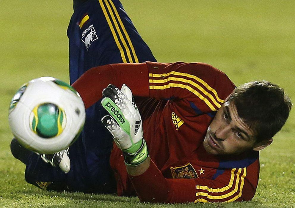Foto: Iker Casillas, durante un entrenamiento con la selección española.