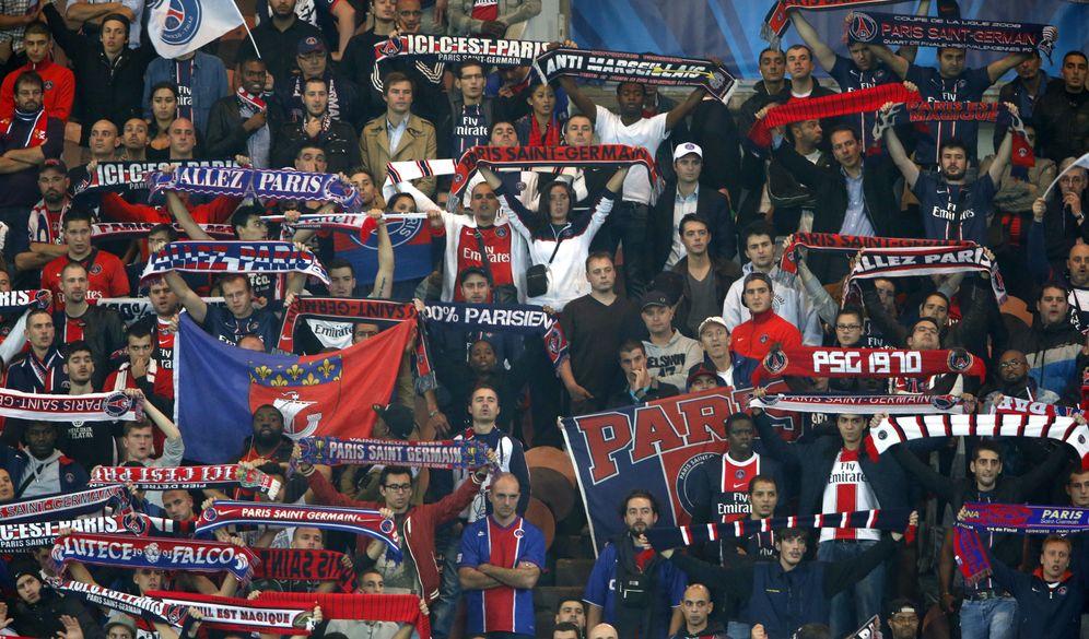 Foto: Imagen de aficionados del París Saint Germain durante un partido disputado en el Parque de los Príncipes (Reuters)